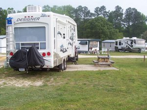 Four Oaks Lodging & RV Resort - Four Oaks NC