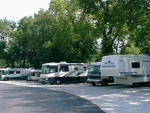 Walnut Grove RV Park - Merriam KS